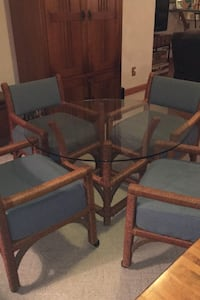 Table glass top and 4 matching chairs Huntington, 25705