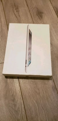 White Apple iPad Box only with original accessorie Vaughan, L4H 2G5