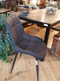 chair Montreal, H2R 2X6