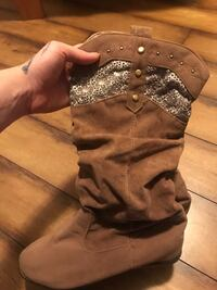 Boutique slouchy never worn cowboy style boots Saanich