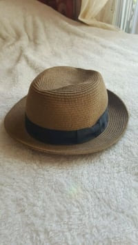 Women's fedora style hat from Aritzia Burnaby, V5J 4N6