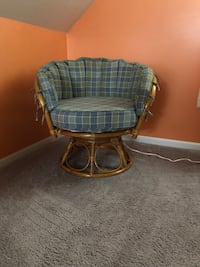 Swivel Rattan chair with removable cushions