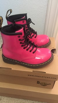 Dr Martens hot pink size 8 Stockton, 95212