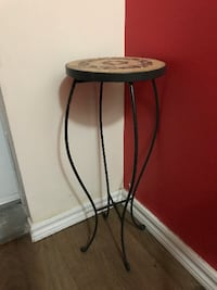 round brown wooden side table Montréal
