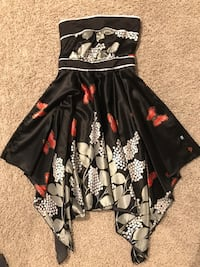 Black red and white floral sleeveless dress Kamloops, V2E 2R3