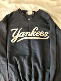 Nike Yankees sweater  Victoria, V9A 1L1