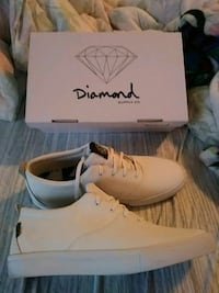 pair of white dimaond supply co shoes with box Kentwood, 49512