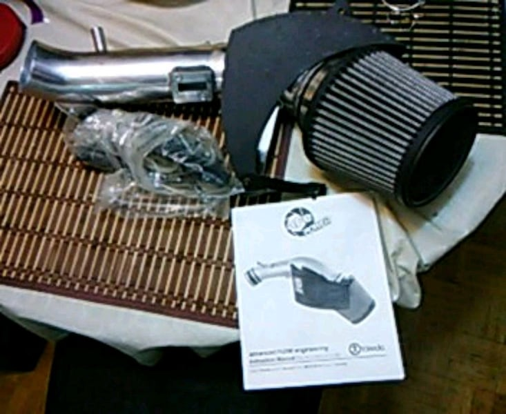 black and gray air filter have no used for it but it new and your 953c8190-6abb-46a7-9eb8-9cfe7cebb906