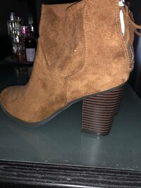 Suede boots. Size 6. Never worn Painesville, 44077