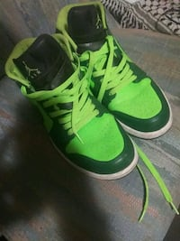 green-and-black Nike low-top sneakers 381 mi