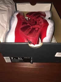 Retro 11s - gym red size 7Y  Toronto, M1C 1E9