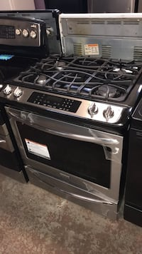 Slide In new gas stove 4 burners 4 months warranty  Baltimore, 21230