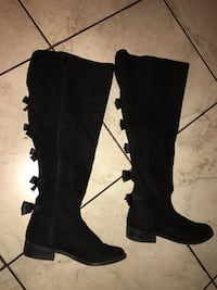 Knee high boots w/ bows on back  Stockton, 95203