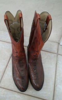 pair of brown leather cowboy boots size 11 Carrollton, 75006