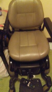 Electric remote running wheelchair quantum 600 e Vancouver, V6Z 1W1