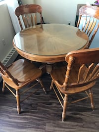 Round brown wooden table with four chairs dining set St Catharines, L2T 3Y7