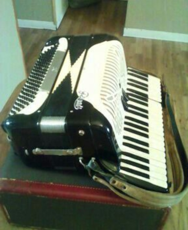 Antique accordion piano works great