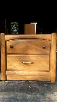 Solid oak wood two drawer nightstand/end table excellent condition