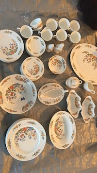 Aynsley cottage garden fine English bone China set  Wilmington, 28409