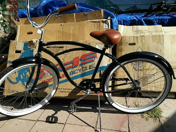 black cruiser bicycle