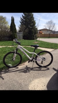 White reebok hard-tail mountain bike