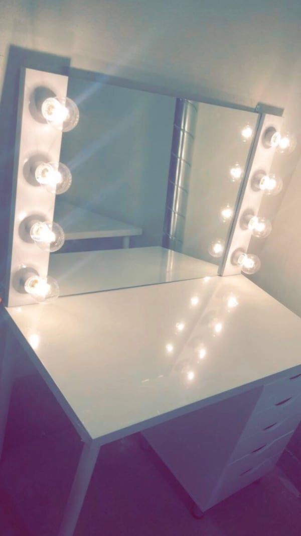 Custom Hollywood Style Vanity Mirror White/5 Drawer Table(Brand new) f6a572f1-e63f-4d0f-9057-851328330849