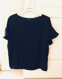 Banana Republic Satin Navy blouse with flare sleeves, size small. Montréal, H1J