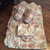 Queen floral duvet cover with pillows and slippers cases Newmarket, L3X 2E6