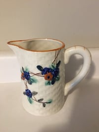 """Small pitcher 5 1/2"""" high - $5 Mississauga, L5L 5P5"""