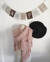 Blush knitted scarf / poncho Los Angeles, 91402
