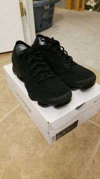 pair of black Nike running shoes with box Ajax, L1T 3E7