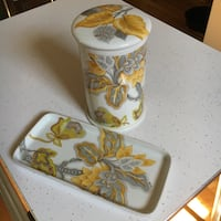 Porcelaine de Paris vanity bathroom ceramic set Grimsby, L3M 2A9