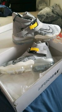 pair of gray Nike Air Max shoes size 10 Vancouver, V5R 1V3