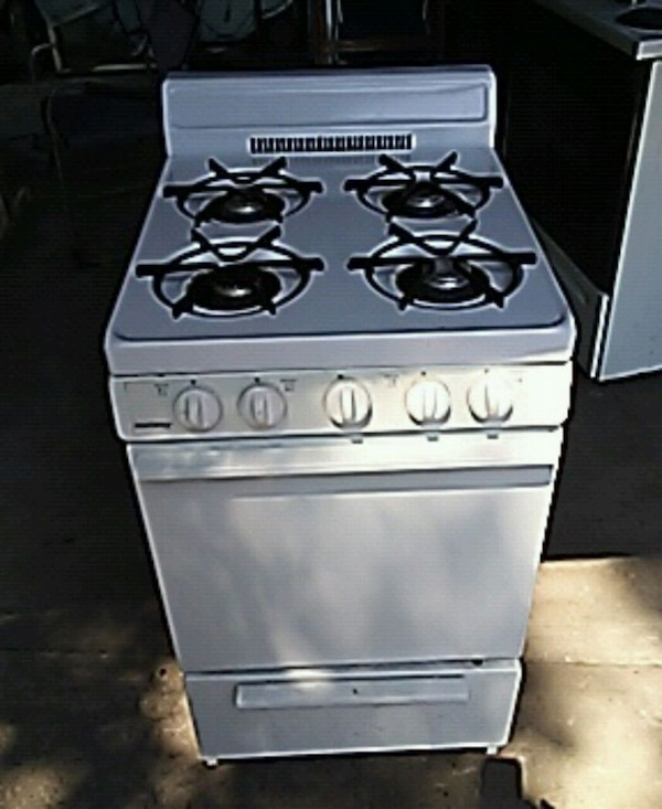 Apt.size gas stove used for 2 weeks