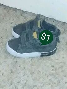 Gray shoes size 6 toddler