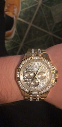 Round gold-colored chronograph watch with link bracelet Marion, 46953