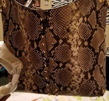 Micheal cores womans purse brand new