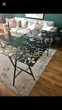 Beautifully designed glass table Toronto, M9V