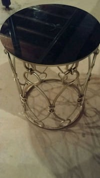 Metal end table  Chantilly, 20152