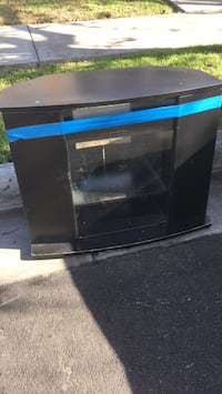 small tv stand FREE COME GET IT Whittier, 90604