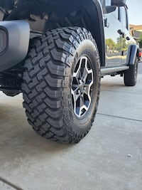 Jeep  set of 4 oem 17 inch wheels and falken 33 inch tires