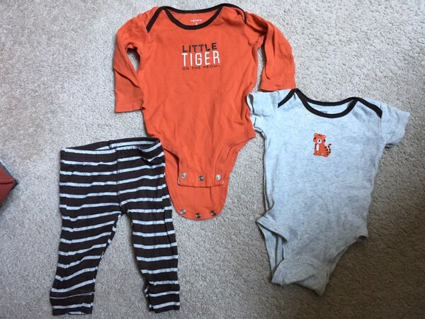 Cute baby outfits! size 3 months 28914a3e-6922-40fd-80f1-459987d8f7b9