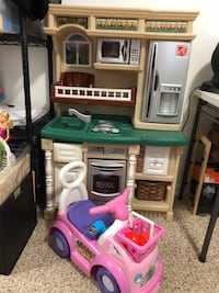 Step 2 Kitchen Showcase and Little People Car Rockville, 20853