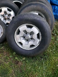 chrome 5-spoke car wheel with tire set Gatineau, J8Y 4C6