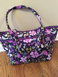 Vera Bradley Large Zippered Tote Bag - 22w x 9d x 12.5h - Great Condition  New Lenox, 60451