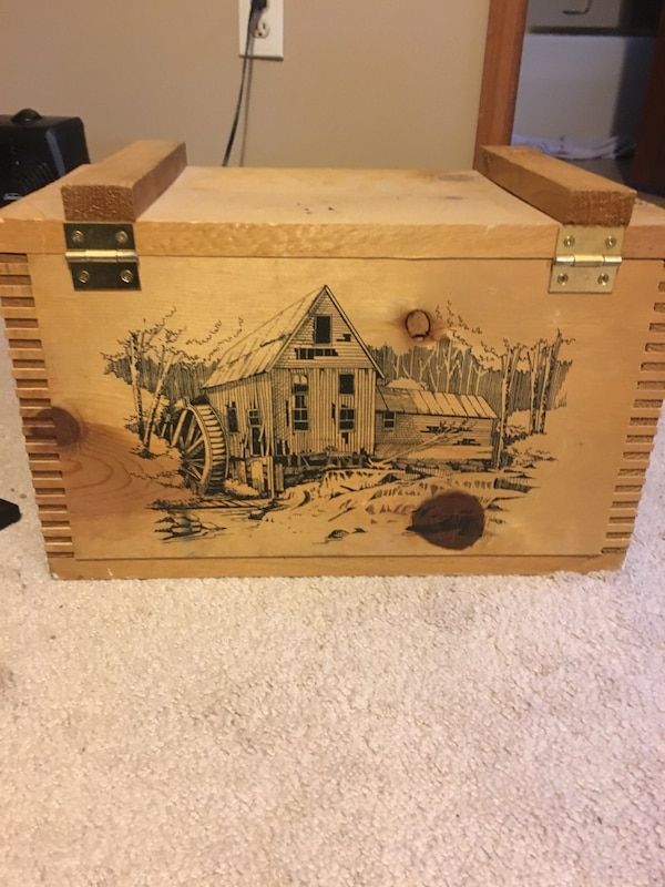 Used Classic By Evans 1994 Wooden Box For Sale In Grove City Letgo