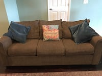 Sofa bed turns in to a full size bed. Lithia, 33547