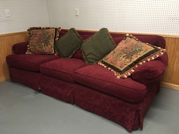 Astonishing Used Pending Pickup Free Couch 8 X 4 Feet For Sale In Johns Creativecarmelina Interior Chair Design Creativecarmelinacom