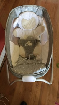 baby's gray and white bouncer Alexandria, 22306