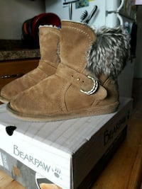 pair of brown bear paw boots Allentown, 18103